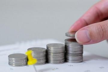 大学生月收入十年增长九成信息服务业成最有钱景专业